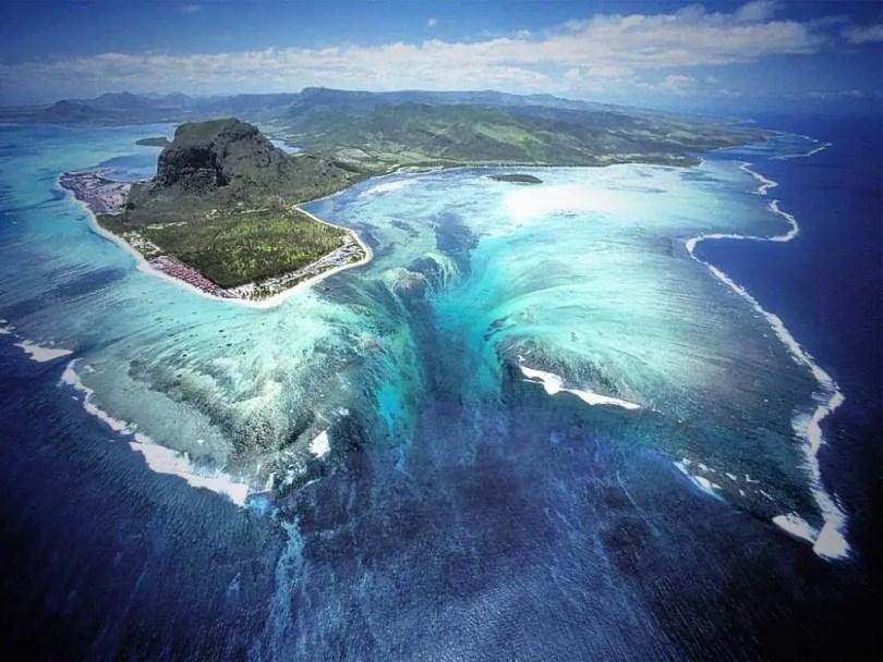 Underwater waterfall illusian, Mauritius