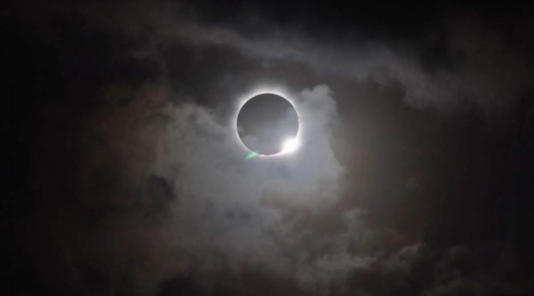 Total solar eclipse (Australia, 2012)