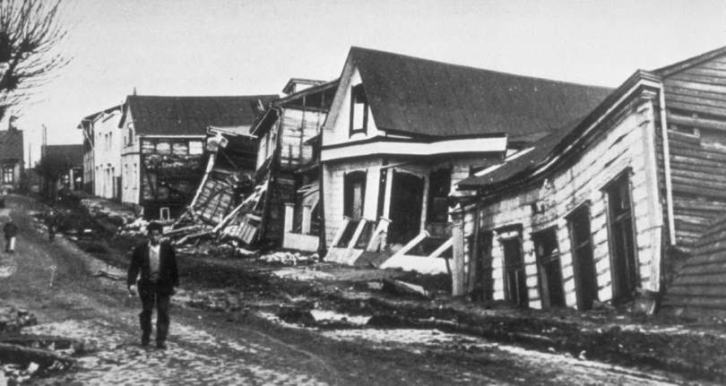 A Valdivia street after the earthquake of 22 May 1960