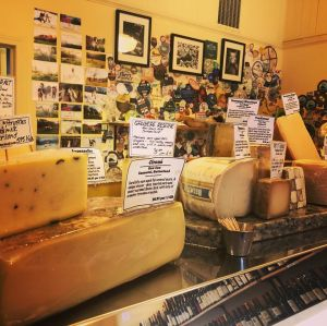 Eat-More-Cheese-Belfast-Maine-Interior-00