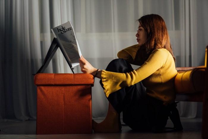 升降筆電架推薦 MOFT Z 隱形升降筆電架:只要一片即可坐站雙用,一片式設計三秒輕鬆變化為站立使用
