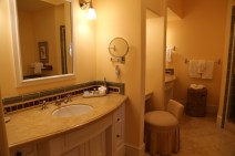 Huge bathroom - so luxurious!