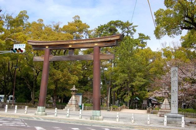 Toyokuni shrine torii and entrance to the Nakamura park
