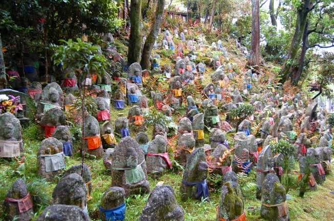 A thousand Jizo (children's guardian deities) statues