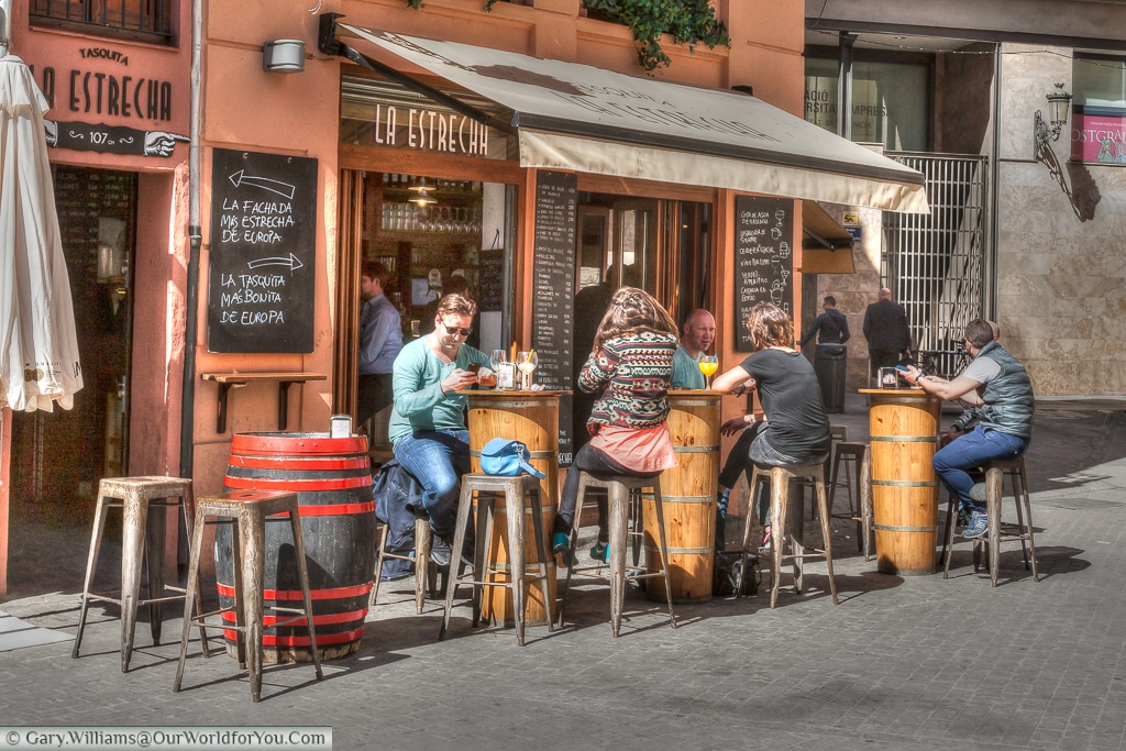 The Tasquita La Estrecha, a welcoming bar, Valencia, Spain