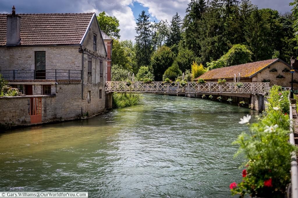 The foot bridge, Essoyes, France