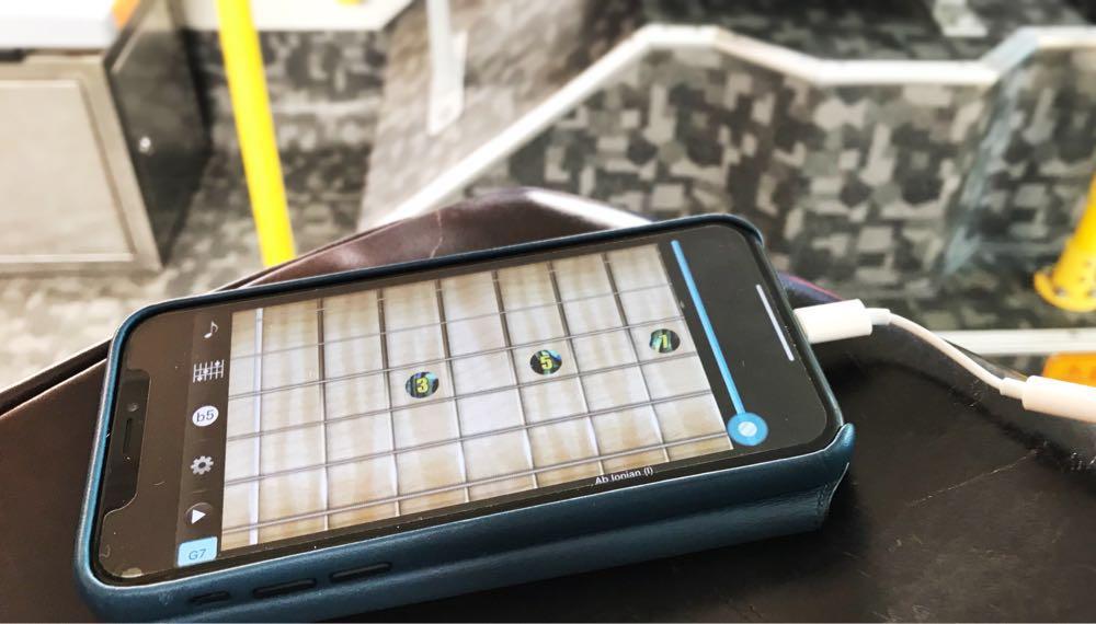 「Final Guitar」で移動の車の中でも耳コピができるようになった。