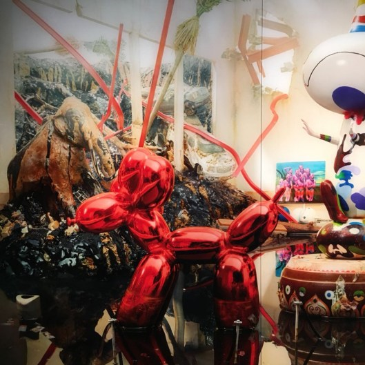 Seismic shift; Los Angeles, 2012. Jeff Koons, Balloon Dog (Red)