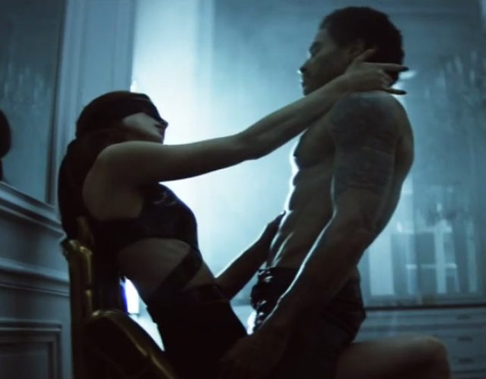 Lenny-Kravitz-desnudo-The-chamber-video