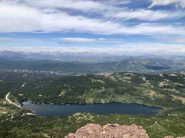 The Table Mountain hike with views of Beaver Mines Lake
