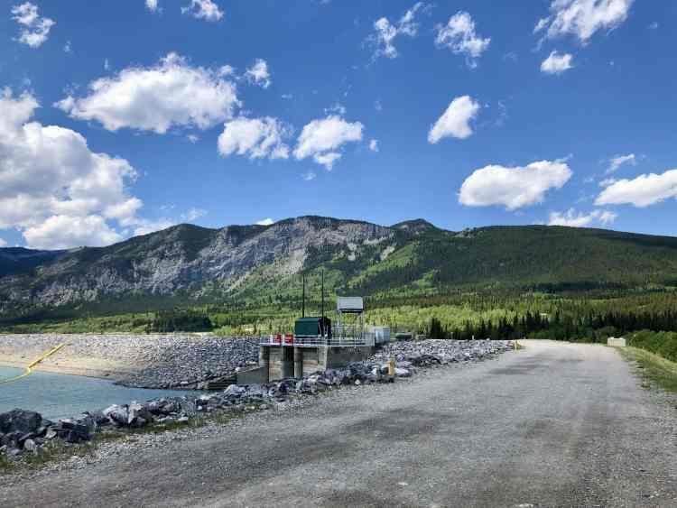 Yates Mountain trail begins at Barrier Dam