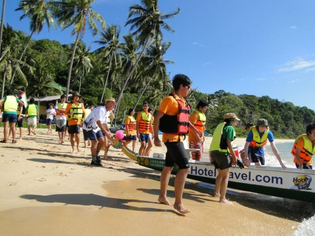 Launching a dragonboat