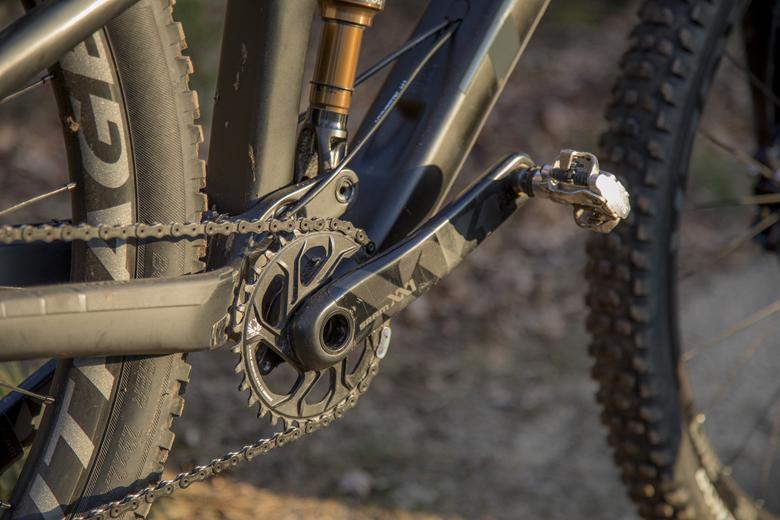 Het SRAM XX1 crank op de Trek Fuel EX 9.9 is van carbon.