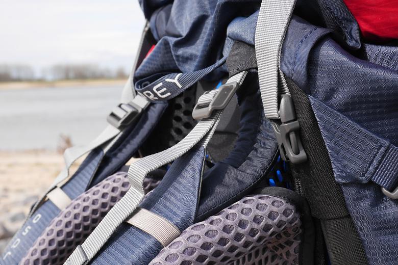 De schouderbanden van Osprey Atmos AG 50 zijn voorzien van de o zo belangrijke loadlifters.
