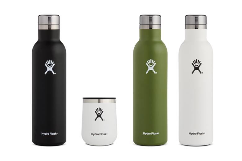 De Hydro Flask 25 oz Wine Bottle en Hydro Flask 10 oz Wine Tumbler houden je wijntje koel.