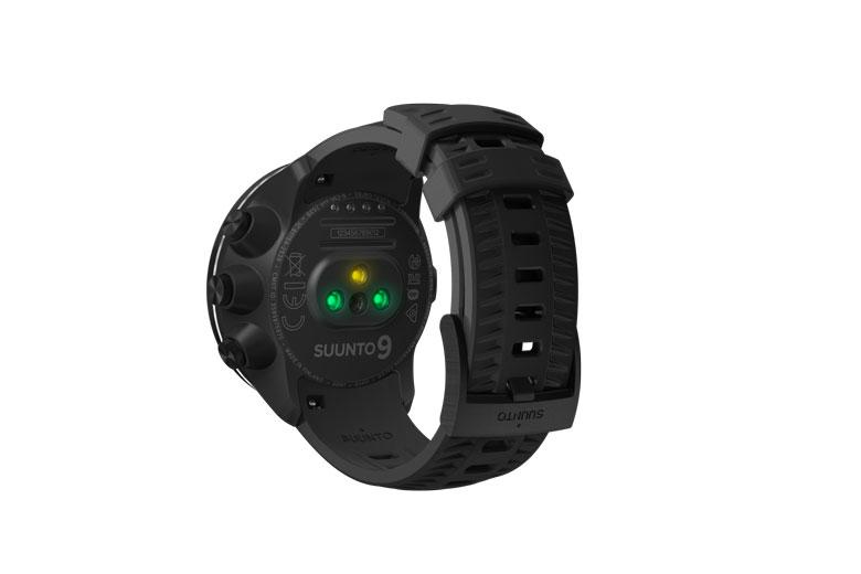 De hartslagmeting van de Suunto 9 Baro gebeurt door een aantal optische sensoren aan de onderzijde van de kast.