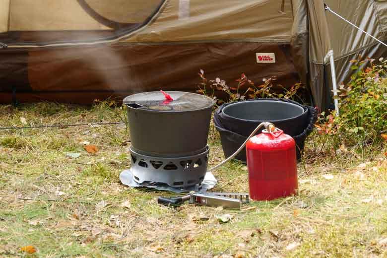 De Primus PrimeTech Stove Set 2.3 L is efficient en brengt water snel aan de kook.