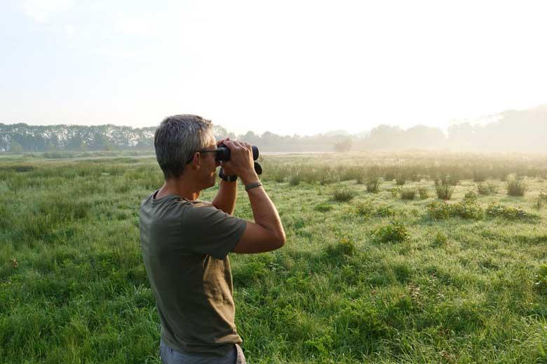 De veldbreedte van 100 meter is goed om dieren in de bosrand te spotten.