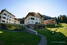Aussenansicht-mit-Bergbad-Alpin-Lodge-Priva-Outdoormind