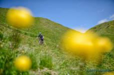 Roxy-auf-den-Trails-in-Verbier-Outdoormind