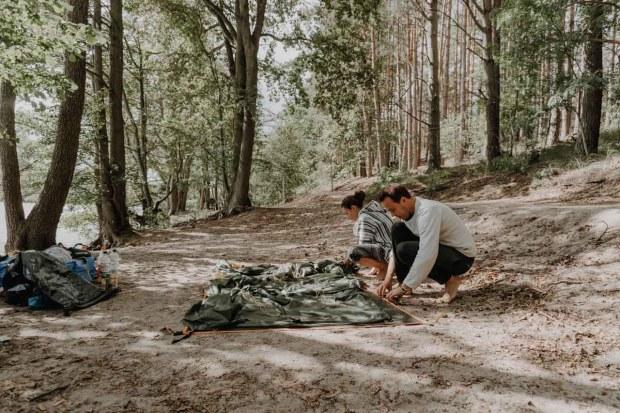 Zelten am Wasser auf Kanutour in Mecklenburg