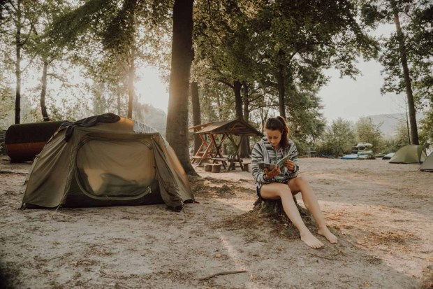 Sonnenaufgang am Campingplatz am Gobenowsee