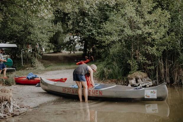 Kanu Packen am See Mecklenburgische Seenplatte
