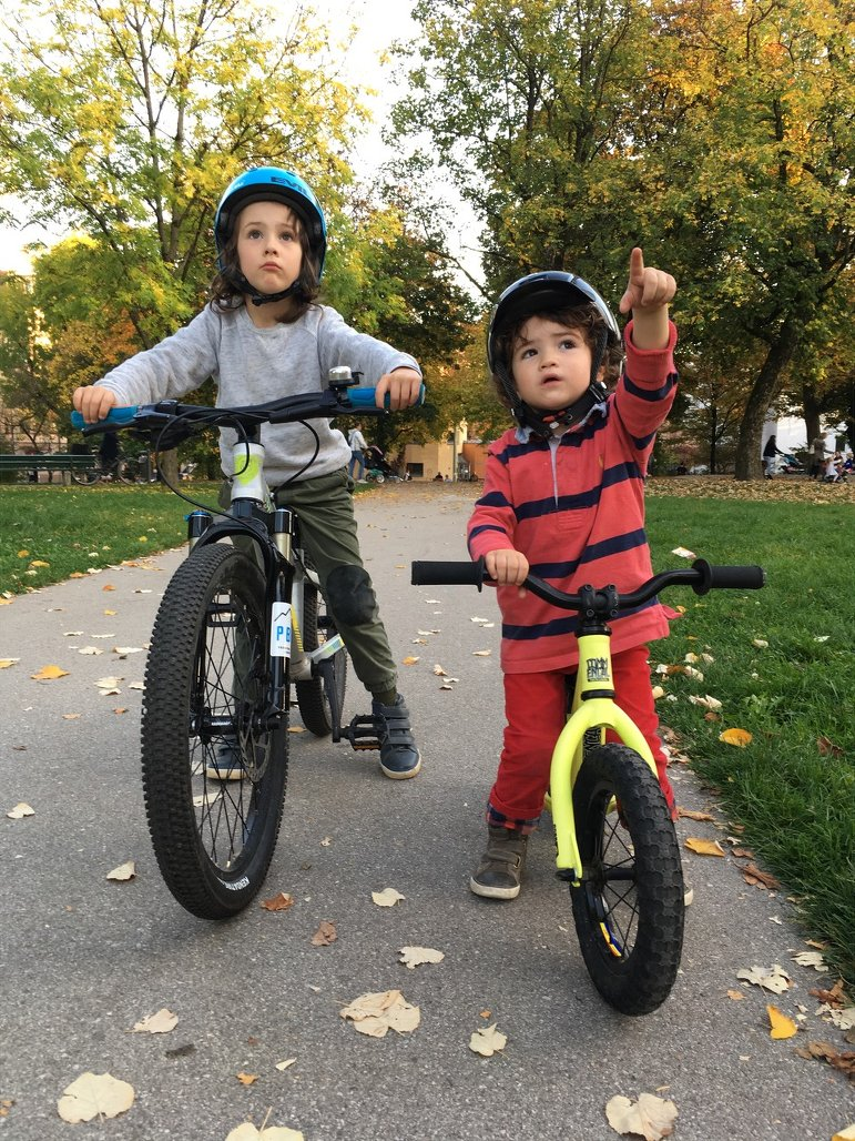 Mtb-Kids von Rob J mit Bike / Laufrad