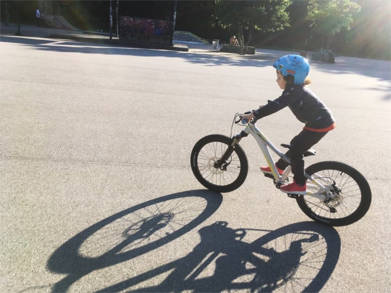 MTB-Kid Ruben lernt Mountainbike fahren | Pic by Rob J