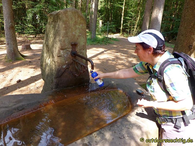 Der Brunnen bietet eine willkommene Erfrischung