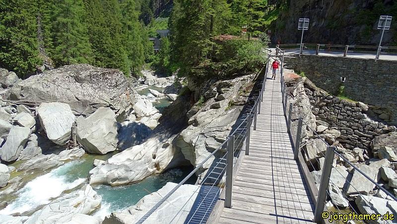Via Spluga Etappe 2 - Steg über den Hinterrhein