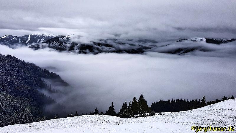 Blick auf Maishofen - Nebel - Schnee