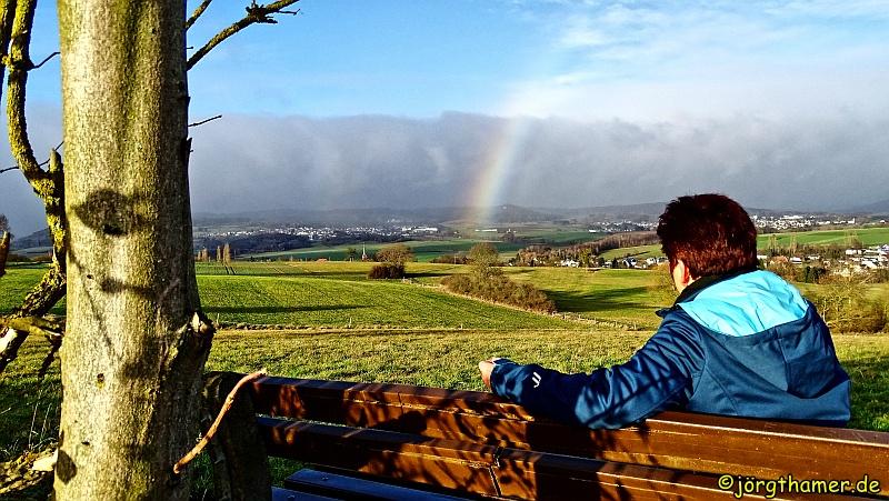Wandern bei schlechtem Wetter - Regenbogen als Belohnung