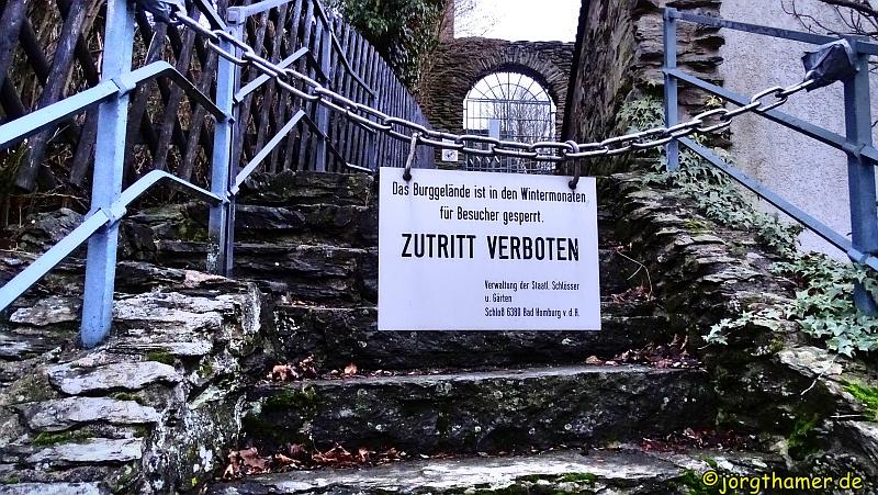Burg Altweilnau im Winter geschlossen