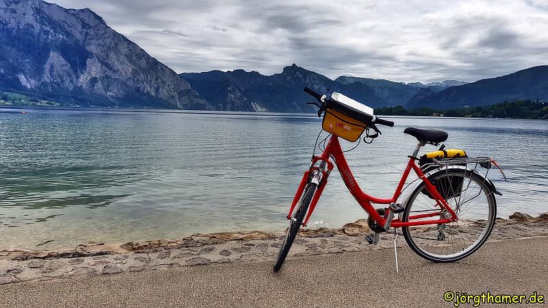 Fahrrad vor dem Traunsee