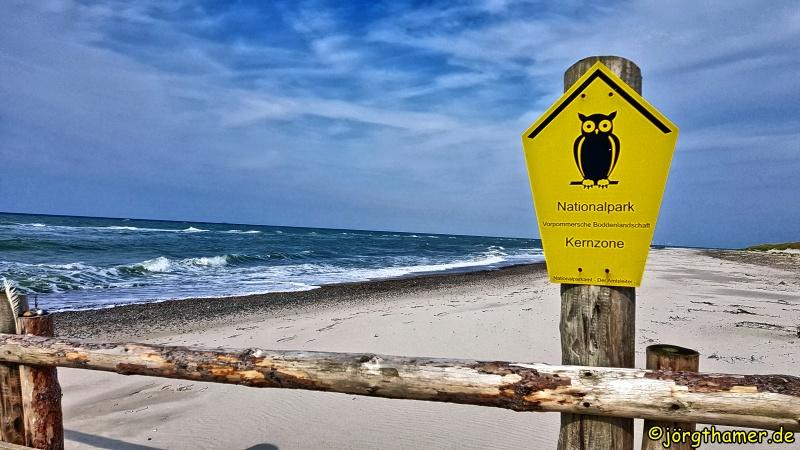 Schild Kernzone Nationalpark am Sandstrand
