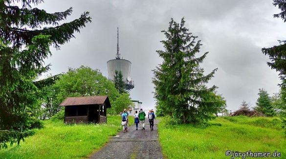 Hinauf zum Tillenberg - Wandern zum Mittelpunkt Europas