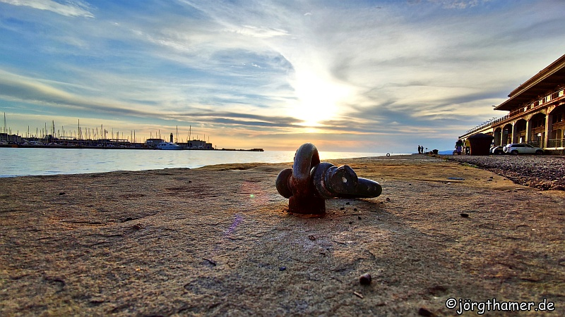 Sonnenuntergang am Hafen von Triest