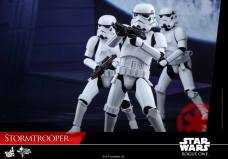 hot-toys-rogue-one-stormtrooper-008