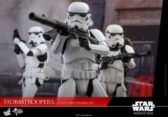 hot-toys-rogue-one-stormtrooper-set-001
