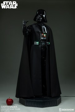 star-wars-darth-vader-legendary-scale-figure-400103-05