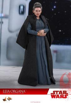 Hot-Toys-Last-Jedi-Leia-002