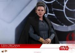 Hot-Toys-Last-Jedi-Leia-012