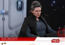 Hot-Toys-Last-Jedi-Leia-014