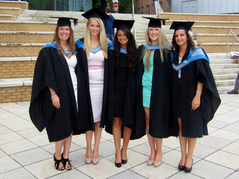 Graduation Outfits: Revealing 14 Attractive And Practical
