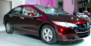 The Honda FCX Clarity, a hydrogen fuel cell car. Estimates place the current price of building one of these models at around $140,000. Credit: Bbqjunkie at Wikipedia.org