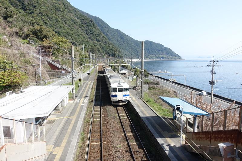 桜島と鹿児島湾が一望!!海が見える無人駅「竜ヶ水駅」