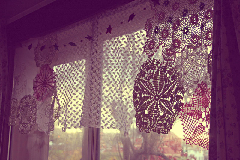 crochet-doily-curtains-thinenchantedpixie-2