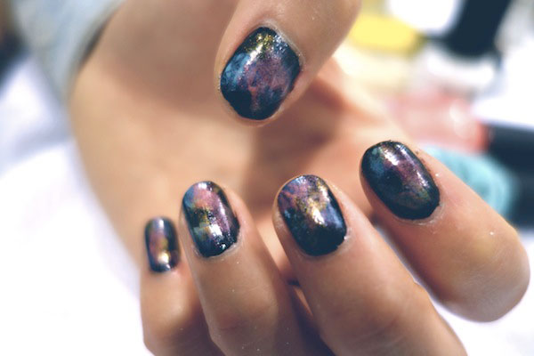 Boat-People-Vintage-DIY-galaxy-manicure-1