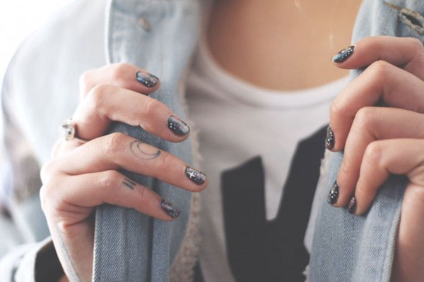Boat-People-Vintage-DIY-galaxy-manicure-3